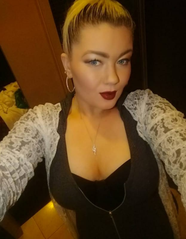 Amber portwood takes a selfie