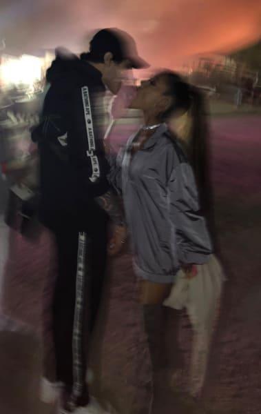 Ariana Grande and Pete Davidson Pic
