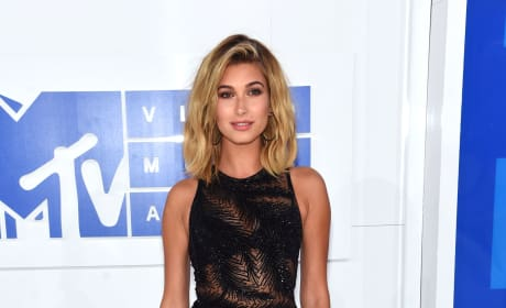Hailey Baldwin 2016 VMAs