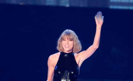 Swift at the iHeartRadio Music Awards