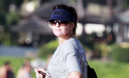 Sarah Palin Goes Rogue, Scribbles Out John McCain's Name on Blue Visor