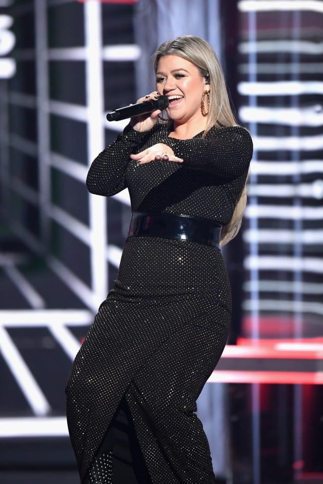 Kelly Clarkson as Host