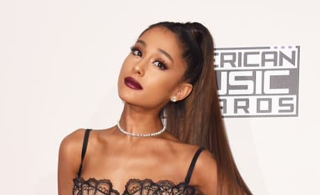 Ariana Grande at the 2016 AMAs