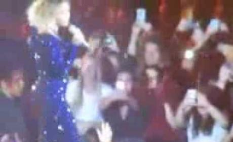 Beyonce FaceTimes in Concert