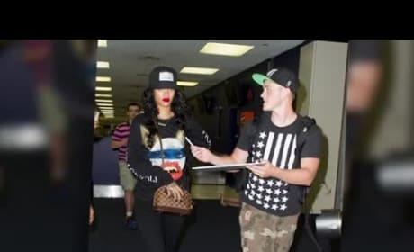 Rihanna Disses Fans at JFK