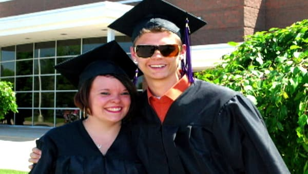 Mom S Catelynn Lowell And Tyler Baltierra Reunite With The Daughter They Placed For Adoption Supernewsworld