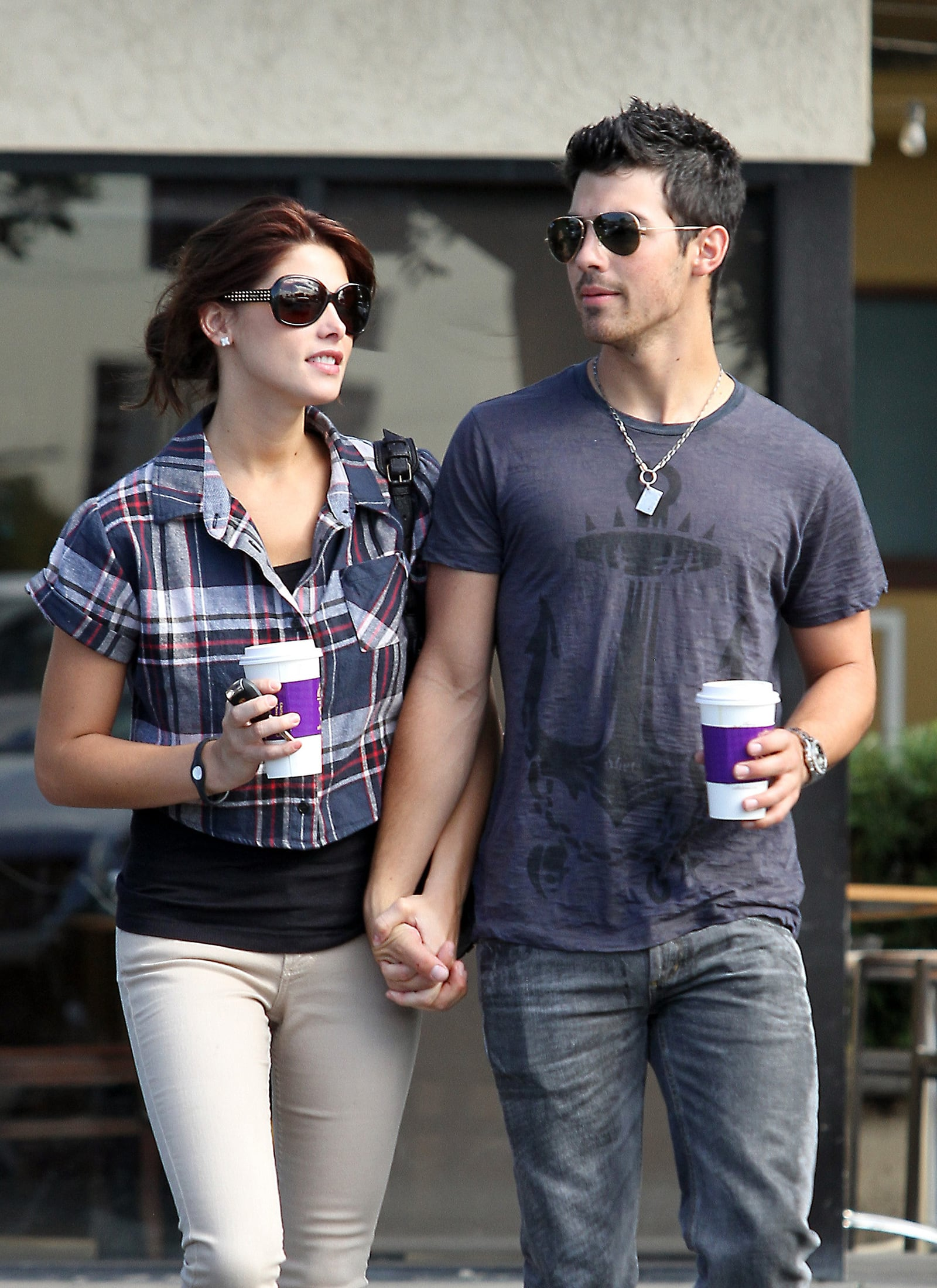 Joe Jonas Really Into Ashley Greene Source Confirms The