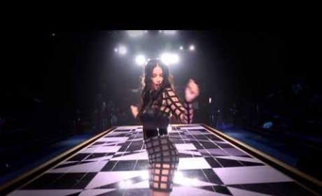 "Victoria's Secret Models Lip Sync to ""Shake It Off"""