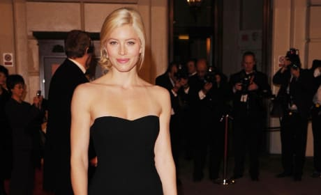 Do you prefer Jessica Biel as a blond or a brunette?