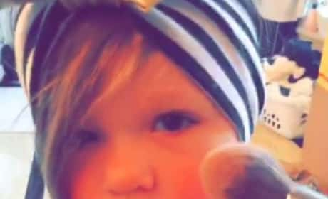 Kim Zolciak Puts Makeup on 2-Year-Old Daughter: Cute or Not Cool?