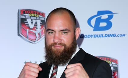 Travis Browne: Dating Ronda Rousey!