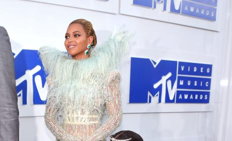 Beyonce Blue Ivy Red Carpet VMAs 2016