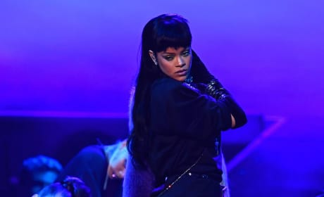 Rihanna Performs for MTV