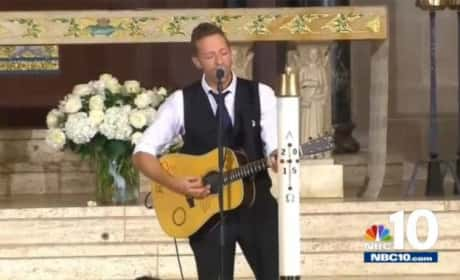 "Chris Martin Performs ""Til Kingdom Come"" at Beau Biden's Funeral"
