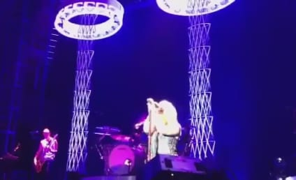 Kelly Clarkson Sings Aretha Franklin in Alabama