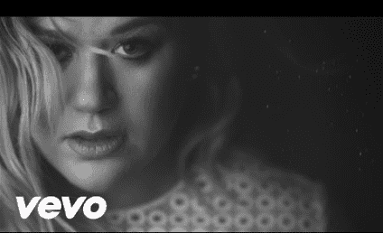 Kelly Clarkson Makes Our Heart Sing in New Video