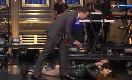 """Meghan Trainor Performs """"Me Too"""" On Tonight Show, Trips and Falls"""