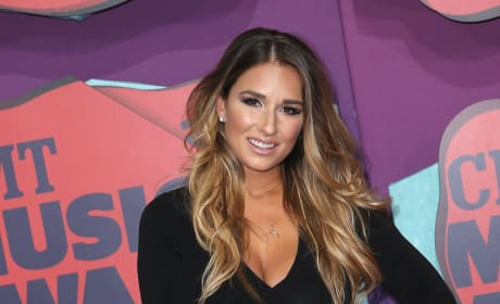 Jessie James Decker: 2014 CMT Music Awards Arrivals