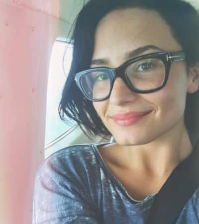 Demi Lovato Goes Without Makeup