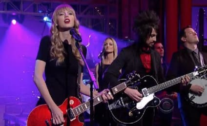"Taylor Swift Turns ""Red"" on The Late Show"