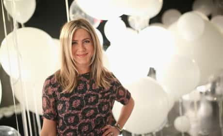 Jennifer Aniston Smartwater Sparkling Celebrates Pic