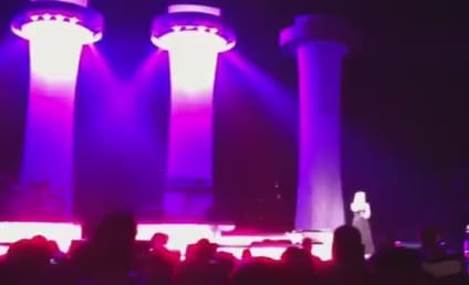 "Kelly Clarkson Relives ""A Moment Like This"" in Concert"