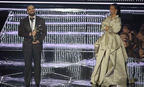 Drake Loves Rihanna!
