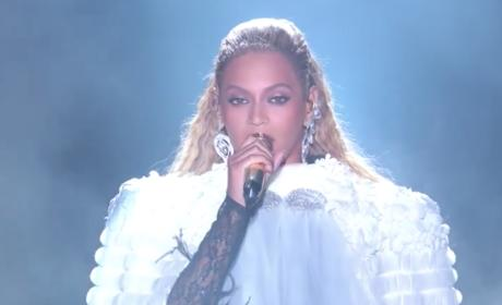 Beyonce VMA Performance Photo