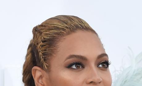 Beyonce Close Up VMAs Red Carpet 2016