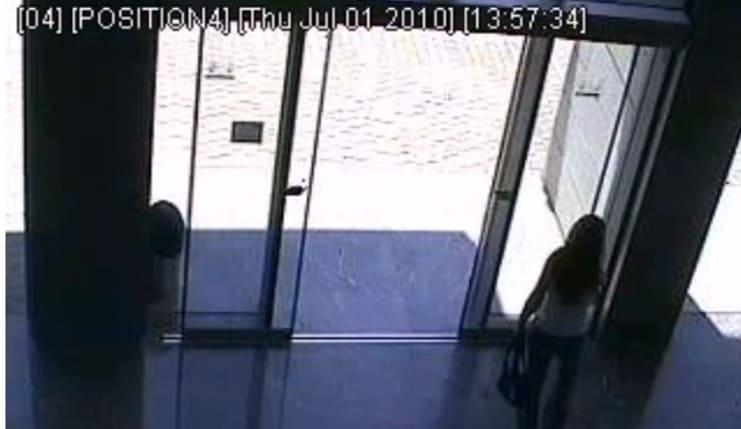 Girl Walks Into Glass Door The Hollywood Gossip